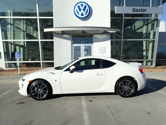 Pre-Owned 2017 Toyota 86 Auto